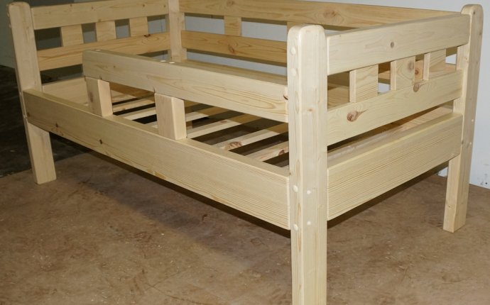 Производство детской мебели из массива сосны на заказ в Екатеринбурге